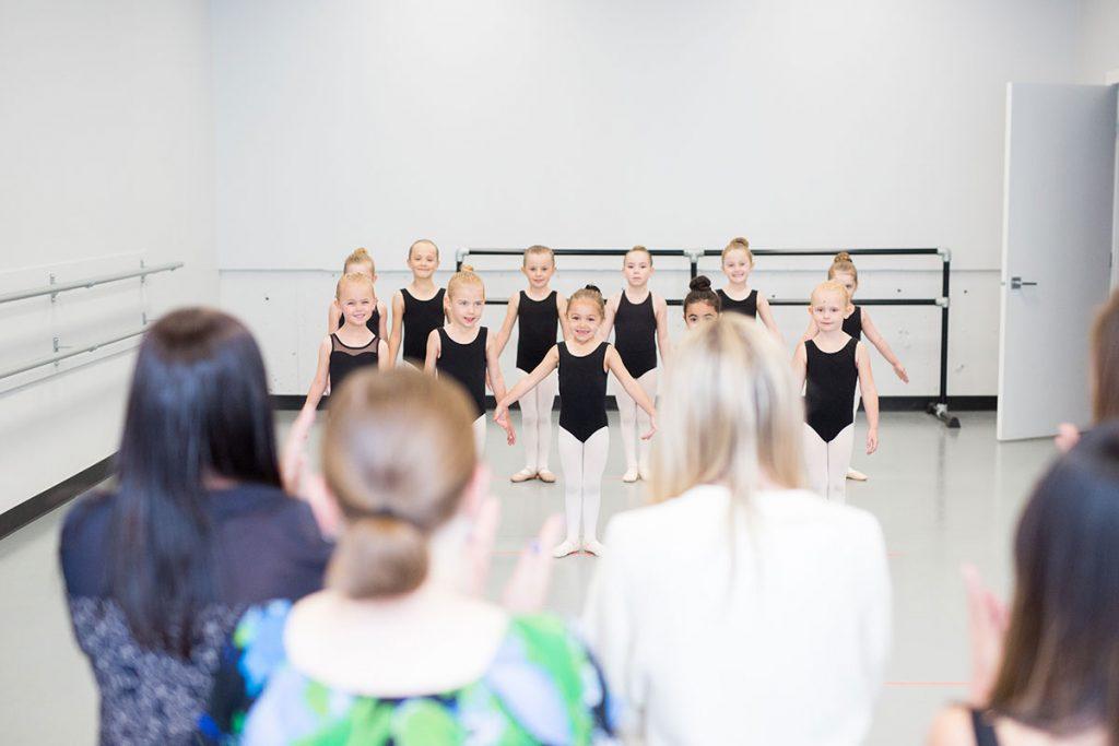 dance class audience kids